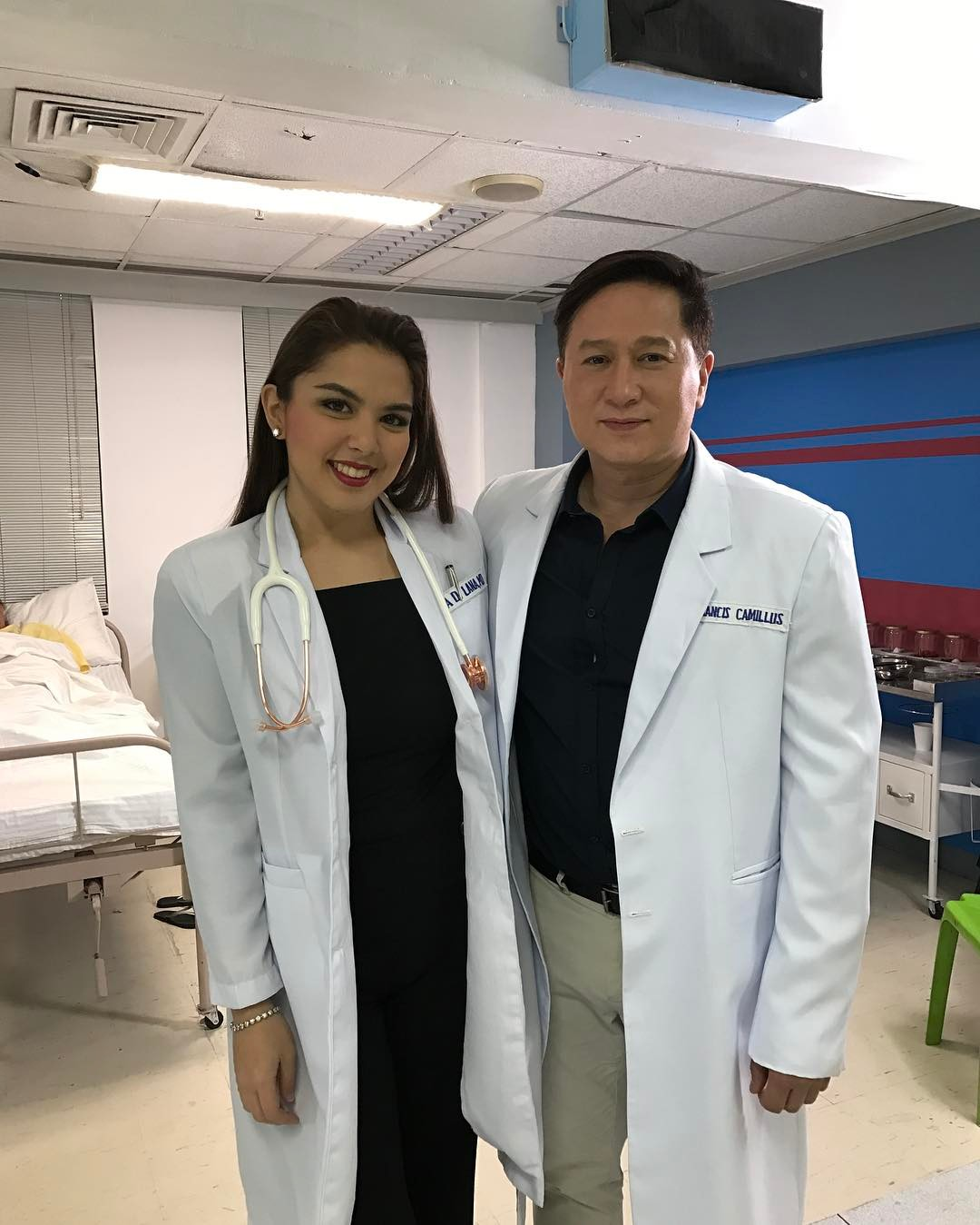 On the set of My Dear Heart: Off cam bonding moments of Ria (Dra Gia) and Eric (Dr Francis)